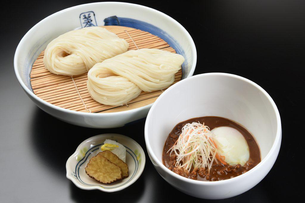 稲庭うどん 佐藤養助 【温玉肉味噌つけうどん】1,080円